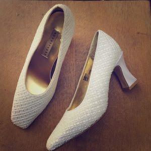 Vintage White Beaded Wedding 👰🏻 Heeled Shoe